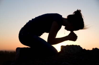 Suicide%20woman%20praying%20istock%20pete%20willl%20500